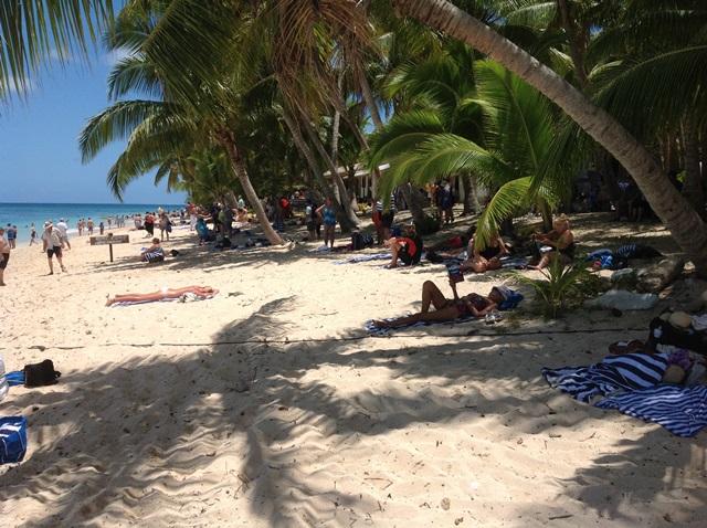 Tourist-Beach-8 sm